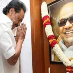 Stalin pays homage to kalaingar film at Gopalapuram house with candidate list!