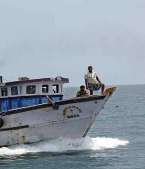2 fishermen rescued - 8 fishermen in searched
