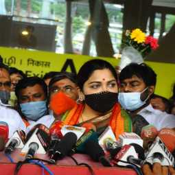 actress kushboo pressmeet at chennai airport