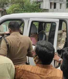 Token with voter ID card ..! ADMK member arrested