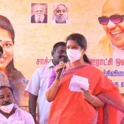 Kanimozhi speaking at the village council meeting on the effects of agricultural laws!