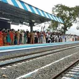 Theni people gather to see train after 11 years ..! Train service from Theni to Chennai soon!