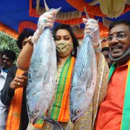 Namitha Gives Fishes for modi's birthday
