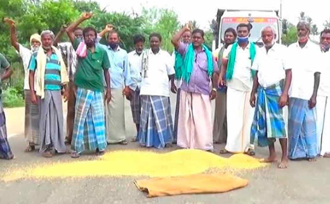 """we will  pouring paddy in the house District Collector, Minister"" Farmers"