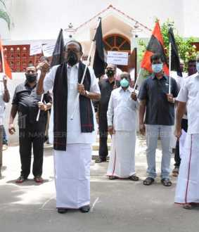 Vaiko demonstrates against emergency laws