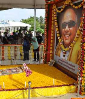 Tribute to MK Stalin at the Kalaignar Karunanidhi memorial