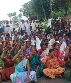 Women and farmers  demanding water