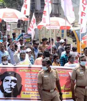 Youths rally in Chennai to fill 10 thousand gangman jobs ... (Pictures)