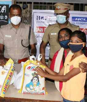 Groceries for poor students on behalf of the police