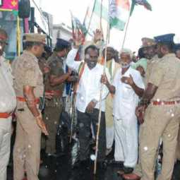 Congress protest in the rain condemning arrest Chidambaram