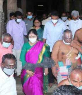 Sasikala visited srirangam temple