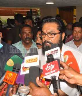 sarathkumar pressmeet at sasikala residence after sasikala meet