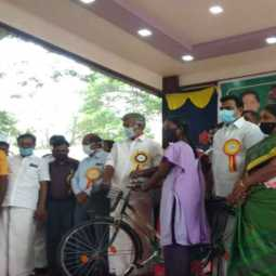 Ministers present free bicycles for the academic year 2020-21
