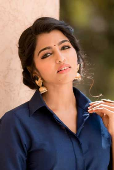 Actress Sai Dhanshika's Photos