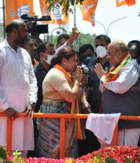 central minister who involved in campaign for supporting of kushboo