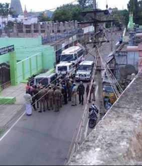 144 Lockdown violation ... LATHI CHARGES IN TENKASSI ... 300 CLAIMS LIKE !!