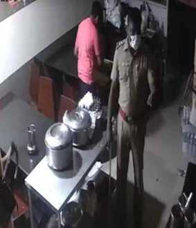 Coimbatore police SI Muthu beaten hotel customers