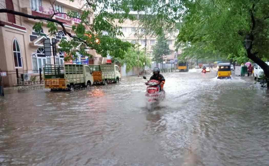 Chennai rains flood in mandaveli