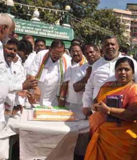 congress party interim president sonia gandhi 73th birthday celebration chennai sathyamoorthy bhavan