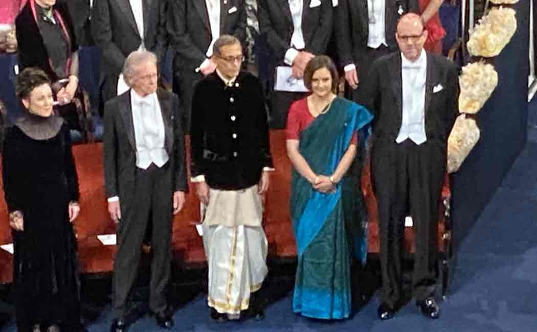 abhijit banerjee receives noble prize in traditional indian attire