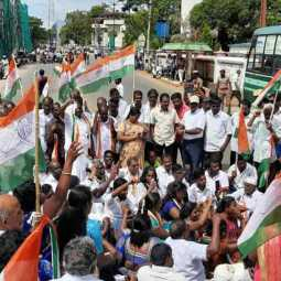Insistence on repairing roads; Congress MPs, MLAs arrested