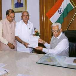 karnataka politicals crisis governor vajubhai vala send the report for ministry of home affairs
