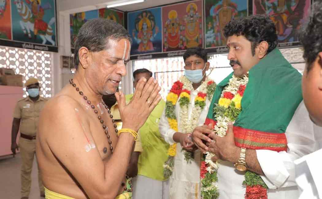 To continue the AIADMK rule! -The administrator of 'Pasarai' conducted the homage at Andal temple