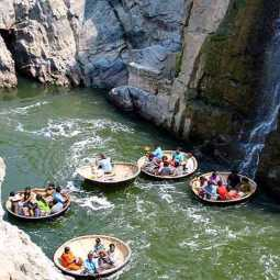 HOGENAKKAL WATER FALLS DOWN CONTINUE BOAT SERVICE TOURIST PEOPLES HAPPY