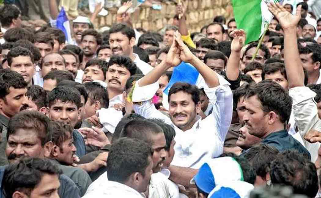 jaganmohan reddy gives appointment order to more than one lakh people