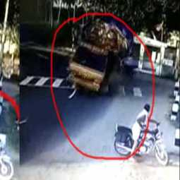 Cargo lorry accident over on the road rim...cctv video released