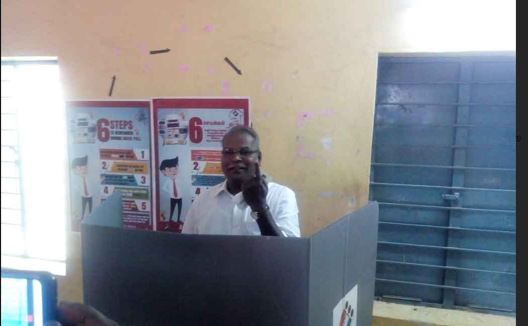 communist leader balakrishnan cast his vote