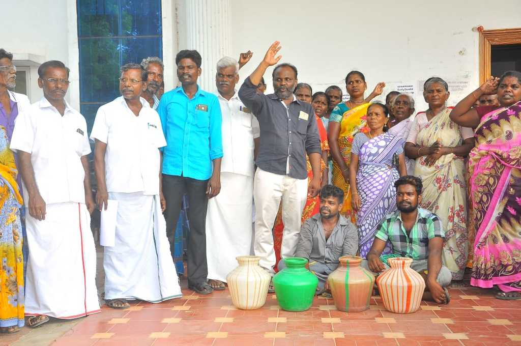 protest for the drinking water and the regional development office with the empty  Pots