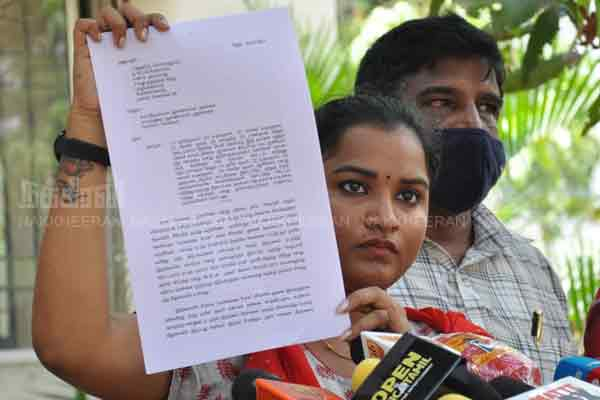 Actress Janifer complaint and press meet