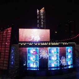 50,000 LED screens in 18 cities light up to salute medical workers in china