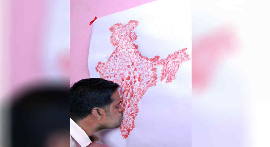 teacher draw A  Indian map with lips