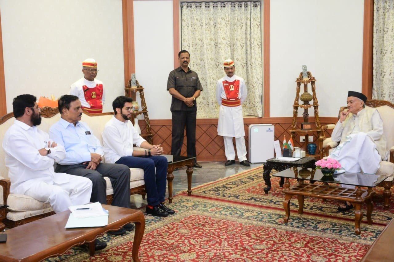 MAHARASHTRA STATE GOVERNMENT FORMS ALLIANCE SHIV SENA PARTY LEADERS MEET GOVERNOR