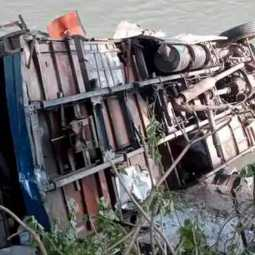nepal bus accident costs 17 lifes