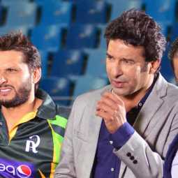 wasim akram cliams he was insulted in manchester airport
