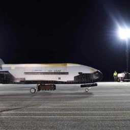americas space craft x37b arrives at florida
