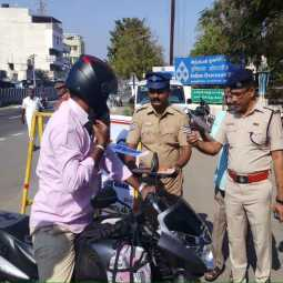 wear helmet police has give chocolate namakkal district