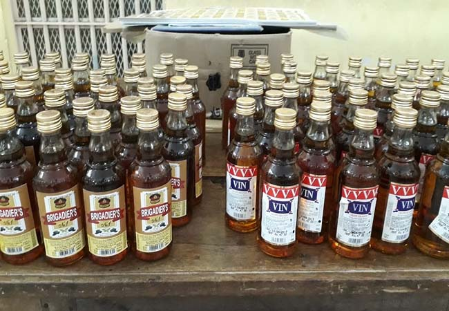 Puducherry liquor smuggled with fake stickers   Confiscation of Sold Brewers!