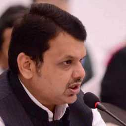 devendra fadnavis summoned by nagpur court