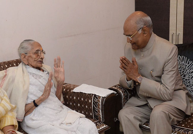 PRESIDENT RAMNATH KOVIND MEET FOR PM NARENDRA MODI MOTHER AT GUJARAT GANDHI NAGAR