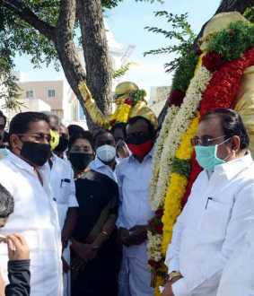 Political parties pay homage to Periyar statue