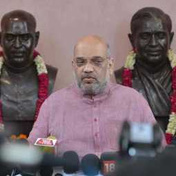 amitshah moved to vajpayee's home