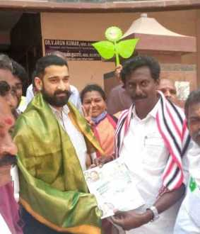 Father DMK Election Working Committee Secretary, son supports AIADMK candidate