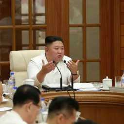 kim jong un appears in a meeting at north korea