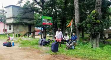 Tamil families suffer from lack of food on Kerala border