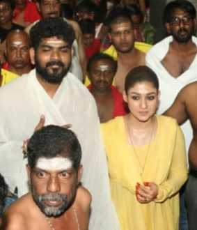 actress-nayanthara-and-director-vignesh-shivan-visit-Temple