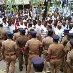 Arrest the owner of Ambika - Aroran Sugar Plant owner: Farmers arrested for protesting